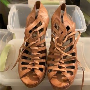 Leather guess shoes